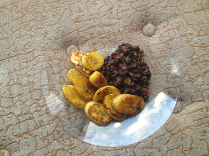 fried plantains and salsa black beans