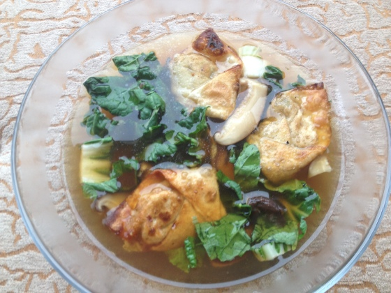 Daily Vegan Lunch for 18 December, 2013: Seitan Fried Wonton Soup